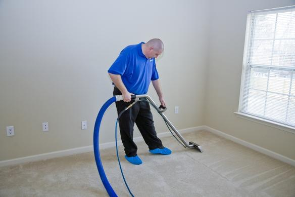 carpet-cleaning-charlotte-nc-professional-man-professional-manprofessional-man